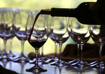 Rouge ou blanc? Selon une enquête, les préférences en matière de vin en disent long sur votre personnalité – Histoire