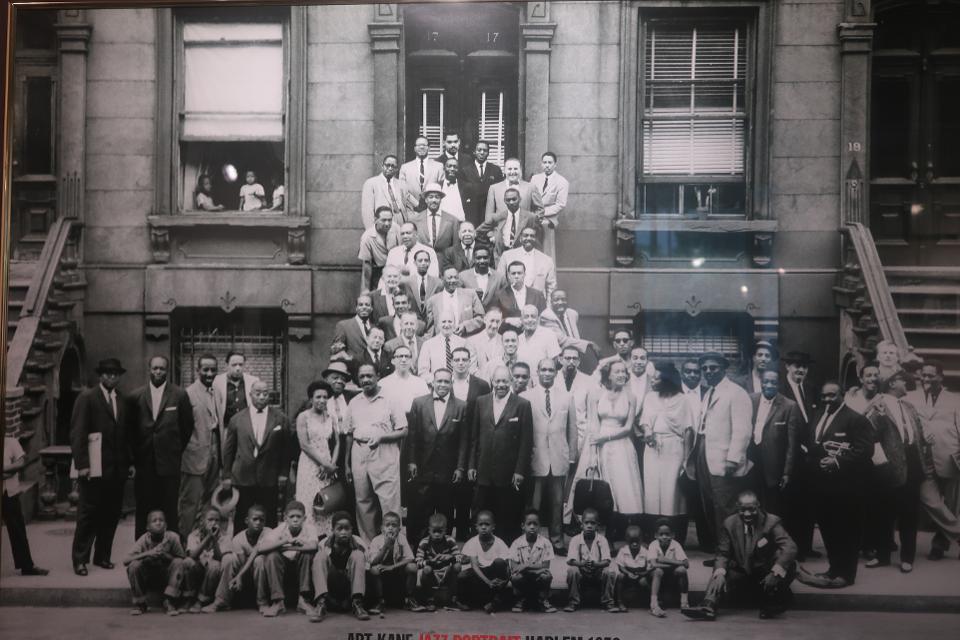 La célèbre photo de 1958, «Drop Me Off in Harlem».