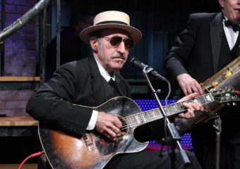 Leon Redbone, chanteur de repli idiosyncratique, décède