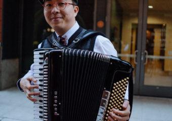 Le musicien de jazz Joshua Hou puise son inspiration dans la musique de son héritage chinois