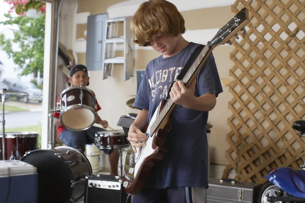 Les meilleures guitares électriques pour enfant en 2020: Guide
